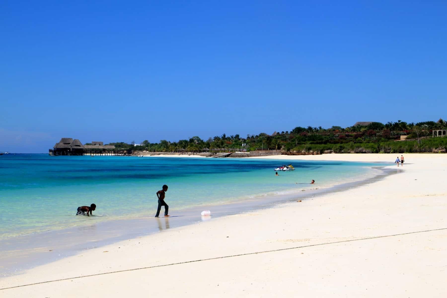 Circuito Zanzibar : Kilimanjaro safari zanzibar 18 days viva africa tours